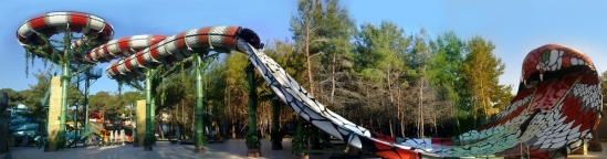 King Cobra is one of the latest water-slide concept developed by Polin.