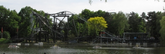 DIZZ is a custom Spinning Coaster that opened in April in Bobbejaanland, Belgium.