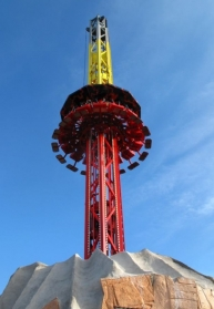 The ride is a Drop'n Twist tower manufactured by SBF - Visa Group