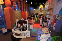 The opening of the interactive dark ride Toy Story Mania! is one of the reasons of the record financial results.